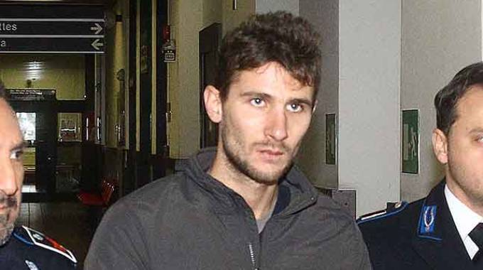 Michele Bordoni,  27enne di Poggiridenti, fra gli agenti