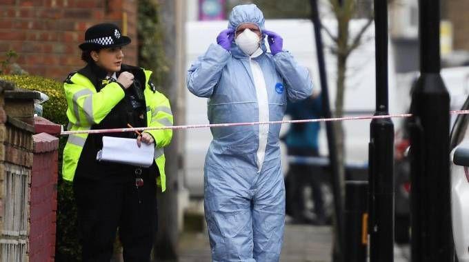 I rilievi sulla scena del crimine, a Tottenham, nel nord di Londra (Ansa)