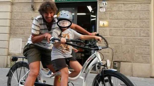 """L'appello del padre di Edoardo: """"Restituite la bici a mio figlio"""""""