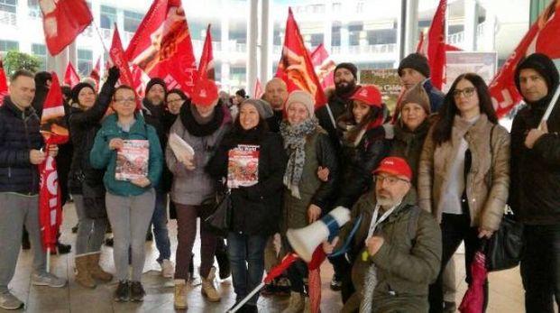 Una protesta dei lavoratori Mediaworld