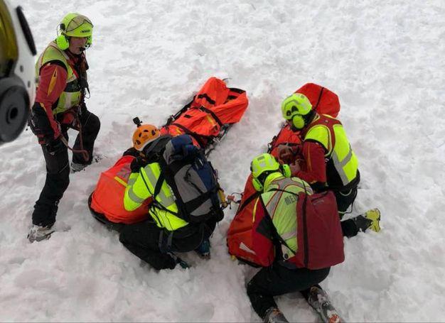 I soccorritori al lavoro (Ansa)