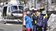 Uno degli elicotteri umpiegati per i soccorsi (Ansa)