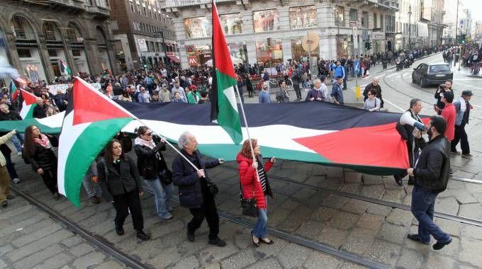 Corteo pro Palestina a Milano (Newpress)