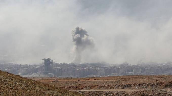 Siria, bombardamenti a Douma. E si parla di attacco chimico (Lapresse)