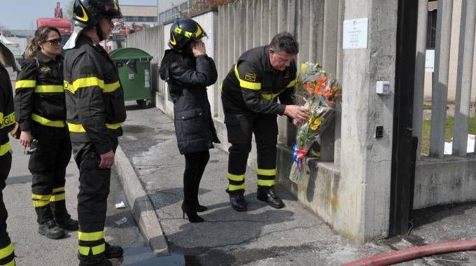 San Donato, fiori per la vittima dell'incendio all'azienda Rykem