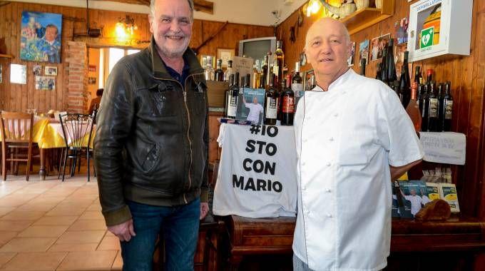 Roberto Calderoli con Mario Cattaneo all'Osteria dei Amis (Cavalleri)