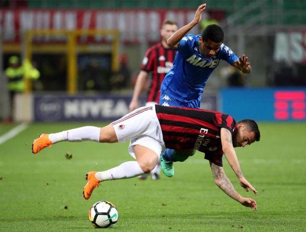 Milan-Sassuolo, uno scontro di gioco (foto Ansa)