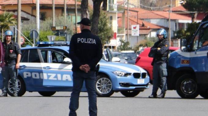 Le forze dell'ordine sull'Aurelia (foto Nizza)