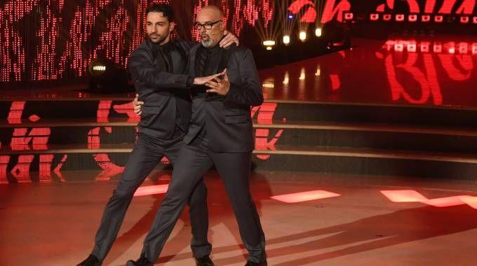 Giovanni Ciacci balla il tango con Raimondo Todaro