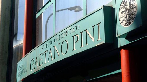 L'ingresso dell'istituto ortopedico Gaetano Pini (Newpress)
