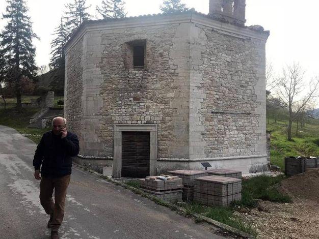 Danni alla chiesetta seicentesca di Varano di Muccia (Ansa)