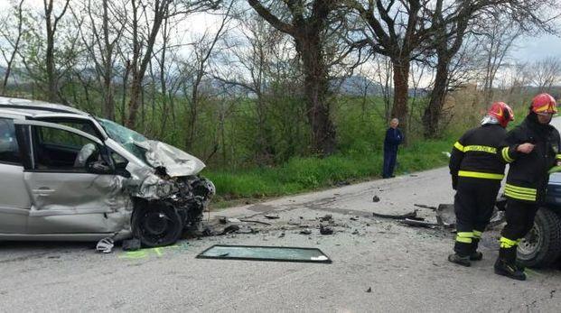 Scontro frontale a Falerone: una delle due auto coinvolte (foto Zeppilli)