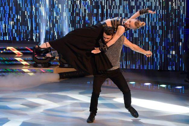 Francisco Porcella e Anastasia Kuzmina sul palco di Ballando con le stelle (Lapresse)
