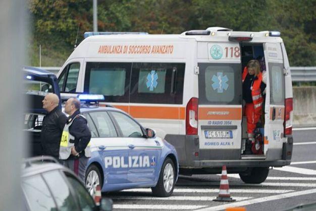 Ambulanza e polizia sul posto (foto Zeppilli)