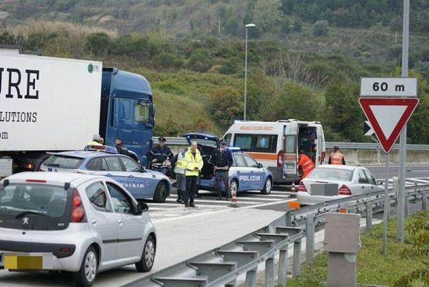 Polizia e ambulanza sul posto (foto Zeppilli)