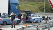 I rilievi di polizia e i soccorsi (foto Zeppilli)