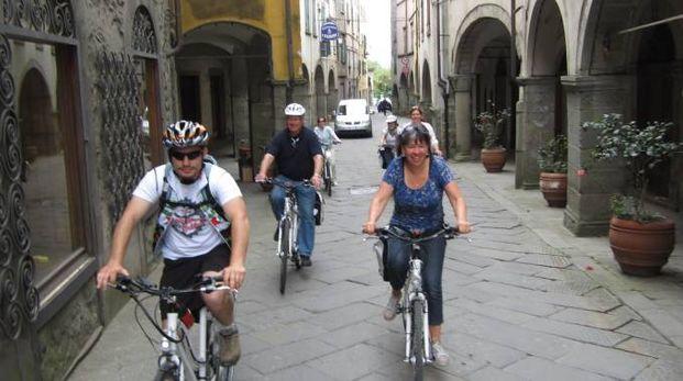 Le biciclette sono lo strumento ideale per visitare gli antichi borghi della Lunigiana