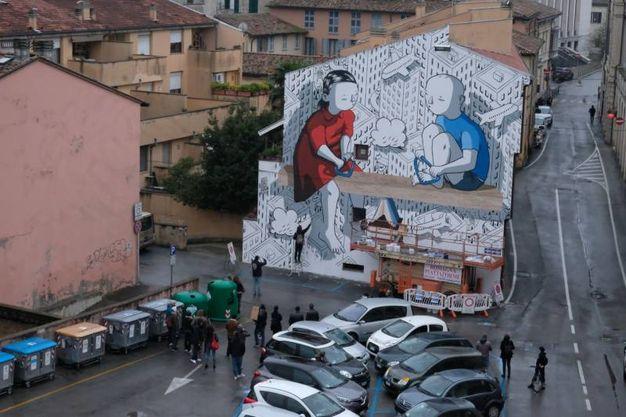 Proseguono i lavori in piazza del Carmine dove lo street artist Millo sta realizzando il suo dipinto nel contesto dell'anteprima della prima edizione di Murali, street art festival (Foto Fantini)