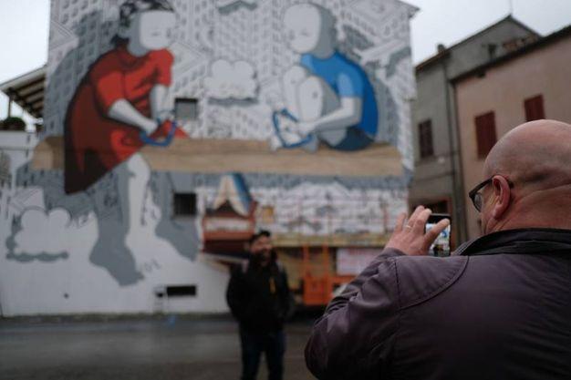 Il grande murale di Millo, in particolare, è ispirato all'articolo 3, che parla di uguaglianza tra i cittadini (Foto Fantini)