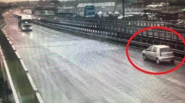 L'auto contromano sulla superstrada Firenze-Pisa-Livorno