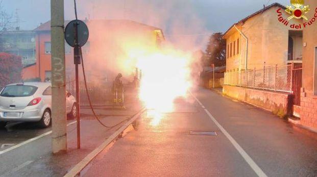 Il cavo incendiato in via Gasparoli