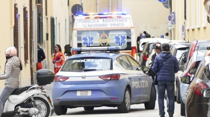 Polizia e ambulanza in via Puccetti (foto Attalmi)