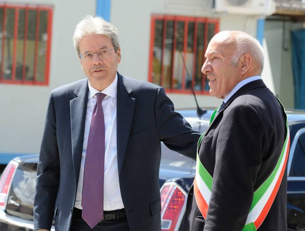 Gentiloni con il sindaco (foto Calavita)