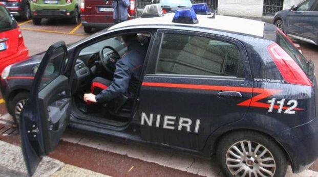 La vittima ha chiesto aiuto ai carabinieri
