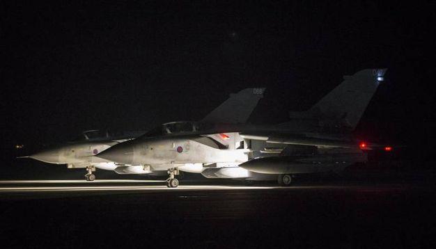 Aerei dell'aviazione britannica partono da Cipro (Ansa)
