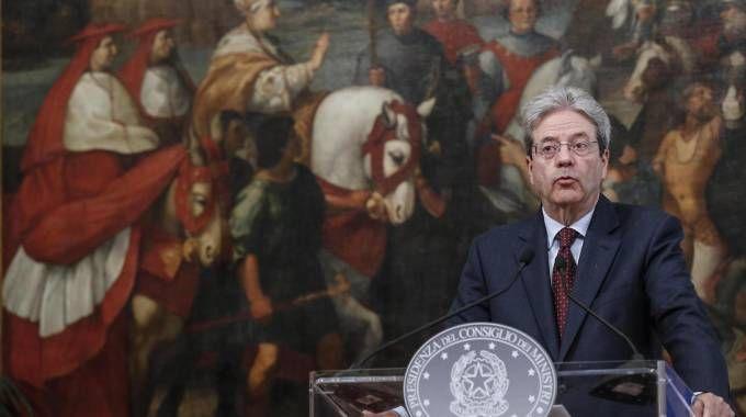 Il presidente del Consiglio Paolo Gentiloni durante la dichiarazione sulla Siria (Ansa)