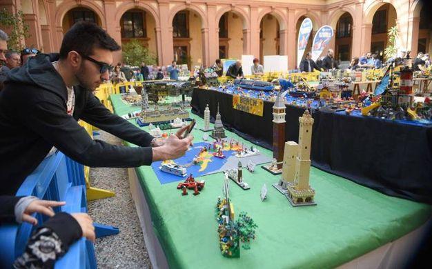 La Corte coperta nel Palazzo ex Borsa ospita la magia dei Lego (foto Businesspress)