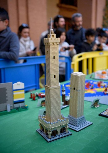 Le Due Torri Lego (foto Businesspress)