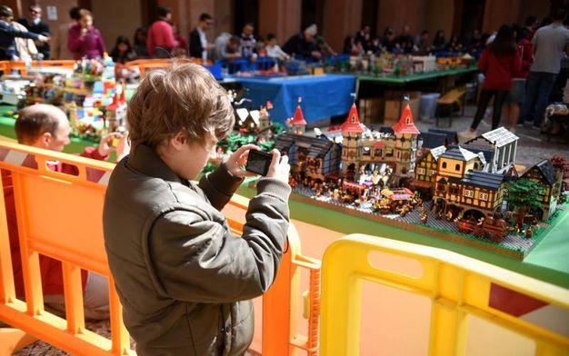 Centocinquanta metri quadrati invasi dai mattoncini Lego (foto Businesspress)