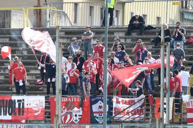 I tifosi del Carpi allo stadio Rigamonti (foto LaPresse)