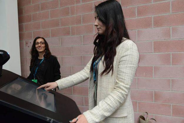 La registrazione all'ingresso dell'assemblea (foto Fiocchi)