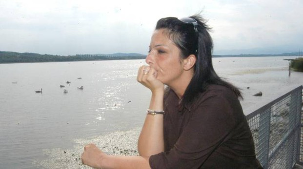 Una ragazza al Lago di Varese