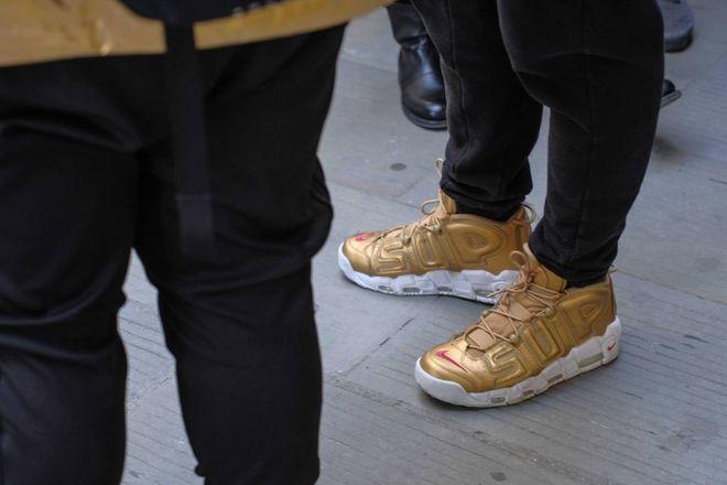 Follie da shopping. Una notte in fila da Luisa per le Nike