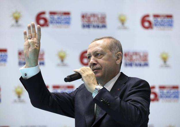Erdogan riabbraccia la Nato. Sul tavolo il jolly curdo