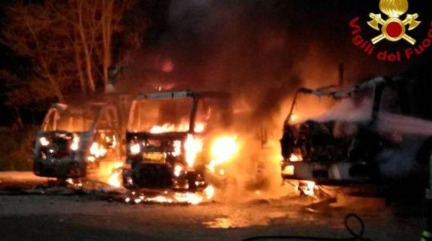 L'incendio dei tre autocarri