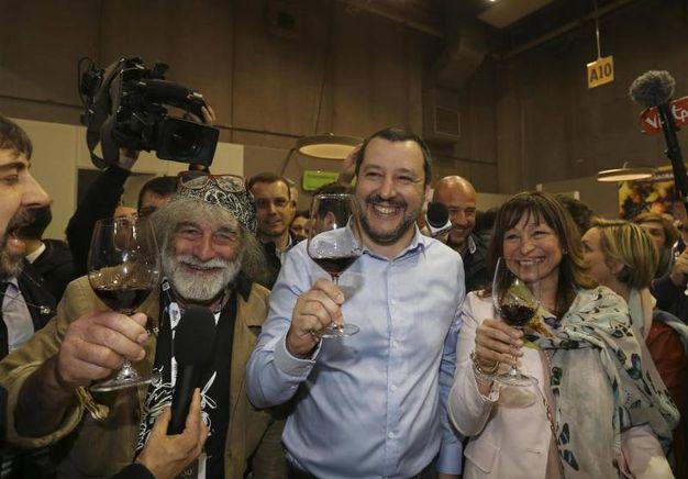 Corona e Salvini, brindisi 'politico' a Vinitaly (Ansa)