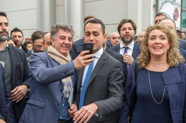 Selfie con Di maio (Lapresse)