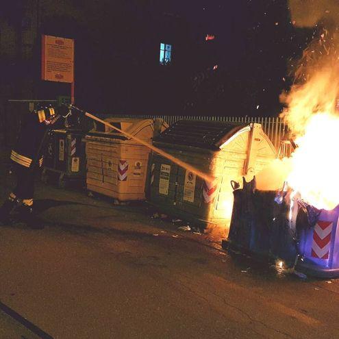 I vigili del fuoco spendono uno dei roghi a San Lazzaro di Savena