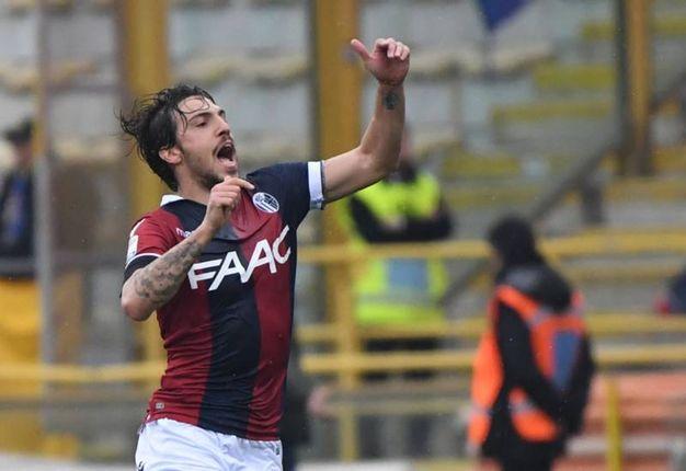 Verdi festeggia il primo gol del Bologna sull'Hellas Verona (foto Schicchi)