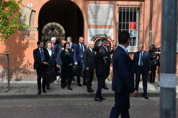 Mattarella davanti alla casa dove è stato ucciso il senatore (foto Frasca)