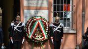 La corona posta dal Presidente davanti alla lapide (foto Frasca)