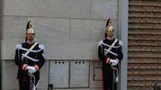 I corazzieri e la lapide (foto Frasca)