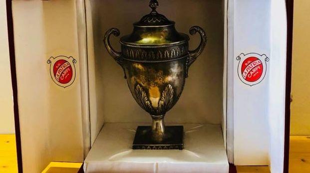 La coppa che la Regina Alessandra donò a Dorando Pietri nel 1908