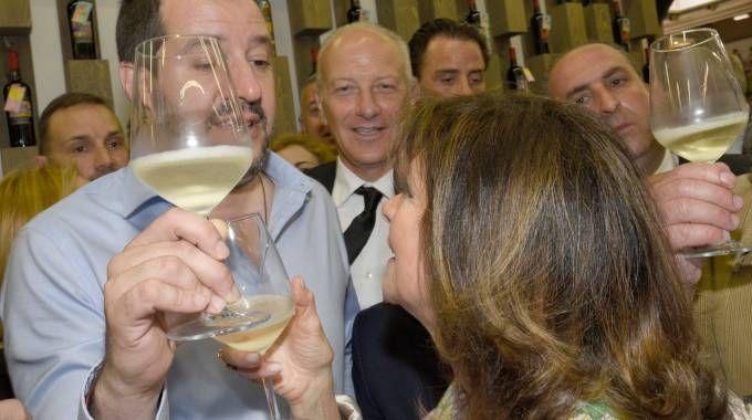 Matteo Salvini e Maria Elisabetta Alberti Casellati al Vinitaly (LaPresse)
