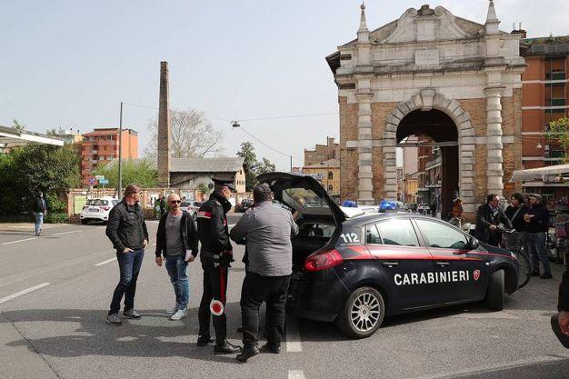 Sul posto i carabinieri (foto Zani)