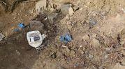 Sono sbucati anche rifiuti sanitari (foto Schicchi)